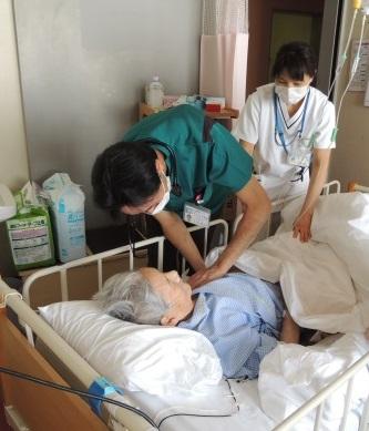 入院患者さまと看護師
